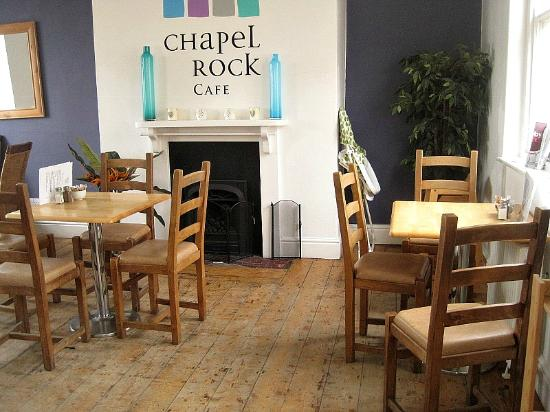 Chapel Rock Cafe: Light and bright interior, with fire place.
