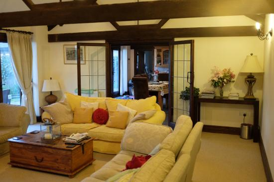 Cary Fitzpaine House: Plenty of lounge space and good family sized kitchen and dining