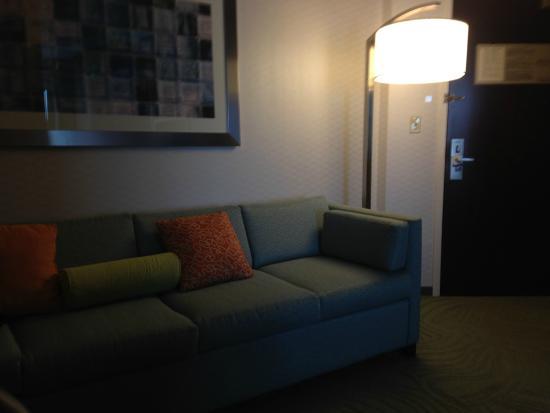 SpringHill Suites Cleveland Solon: sala de estar e escritorio acoplado a cozinha