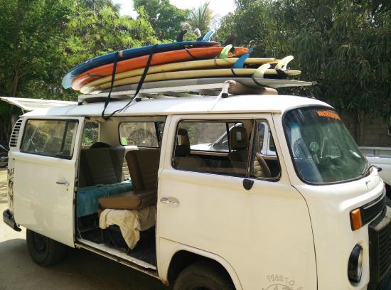 Puerto Escondido Surf House : La combi lista para el surf