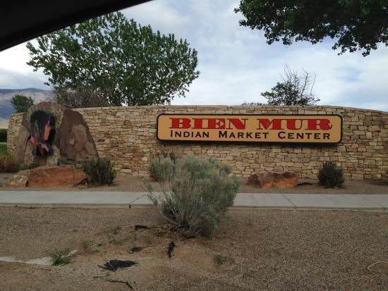 Bien Mur Indian Market Center
