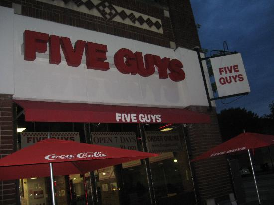 Five Guys : Outdoor seating and entrance