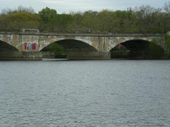 Boathouse Row : Bridge over Schuylkill River