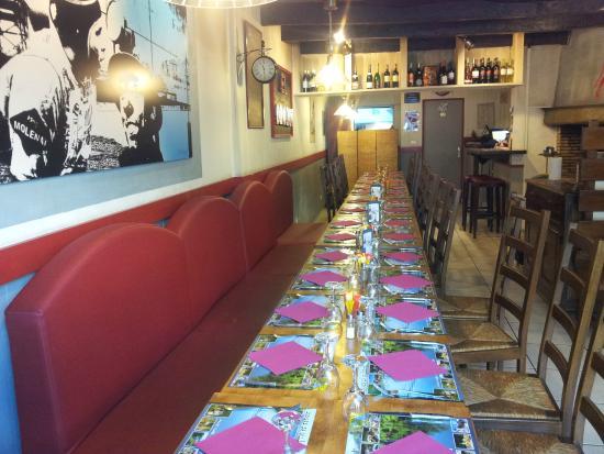 Decazeville, Frankrike: repas de groupe!