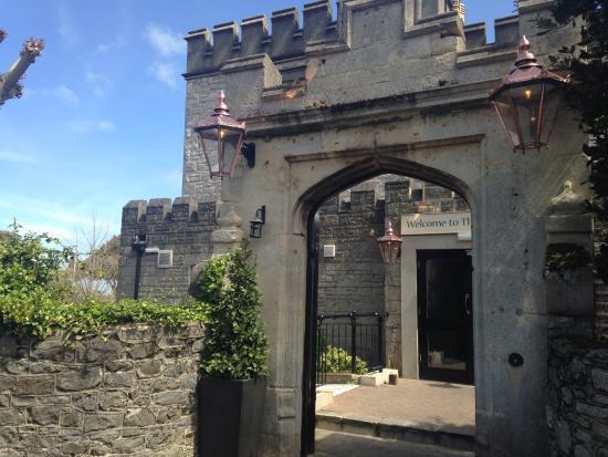 Hotel Ryde Castle: Side entrance