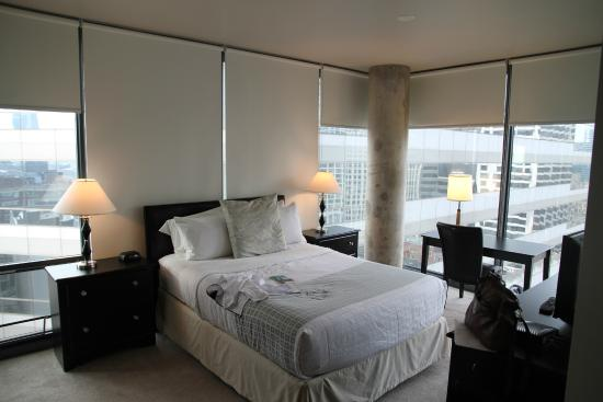 State and Grand by BridgeStreet Worldwide : Master bedroom