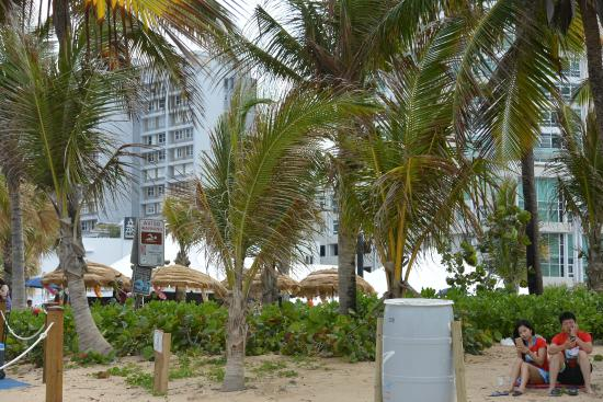near the beach foto de courtyard san juan miramar san. Black Bedroom Furniture Sets. Home Design Ideas