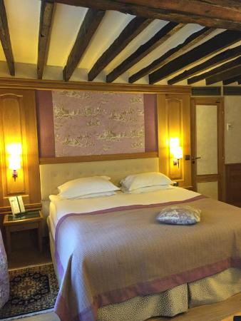 Hotel La Perle: exposed beams