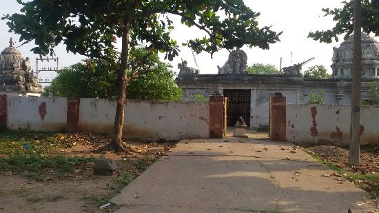 Villupuram, Indien: Manamthaviznthaputhur - Lord Shiva Parvathi temple 