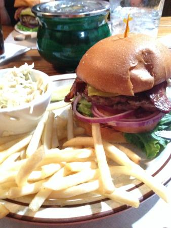 Jamestown, Kalifornia: Burgers they do really good!