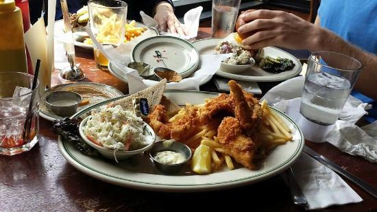 Fish fry with walleye cod and perch picture of the old for Best fish fry madison wi