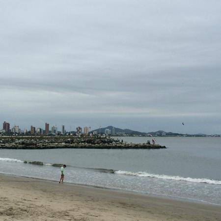 Pousada Pedra Da Ilha: Vista da praia em frente a Pousada (Inapropriada para banho)
