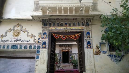 Shree Jagdish Mahal Heritage Hotel (Nagarseti Ri Haveli): Frontage