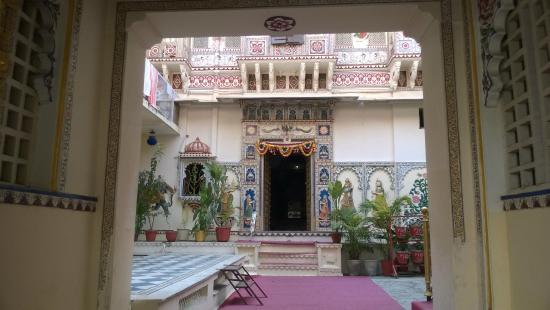 Shree Jagdish Mahal Heritage Hotel (Nagarseti Ri Haveli): Inner Frontage
