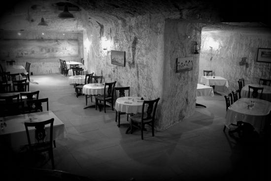 Underground Restaurant: Just a black and white pic