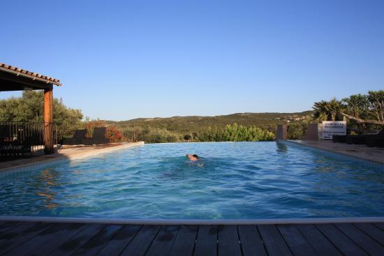 Maora Village: piscine a debordement