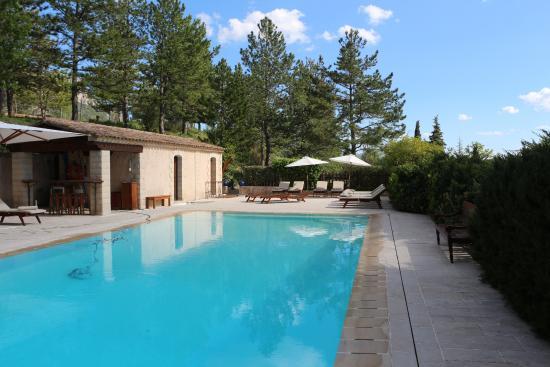piscine chauffée - Picture of La Bastide de Moustiers, Moustiers ...