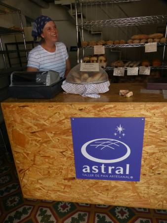 Astral - Taller de Pan Artesanal: The owner of Astral