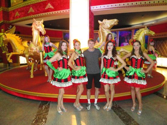 Sanya Beauty Crown Cultural Exhibition Center: внутри