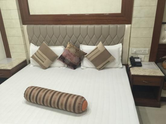 Hotel Aster Inn: the bed