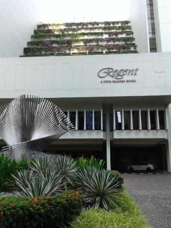 Regent Singapore: Facade