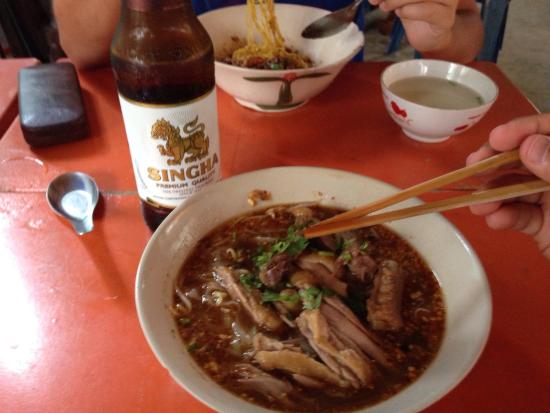 995 Duck: Noodle soup with steamed duck large portion for 90 bat! Very good