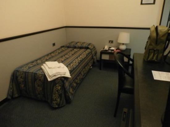 New York Hotel: シングルベッド