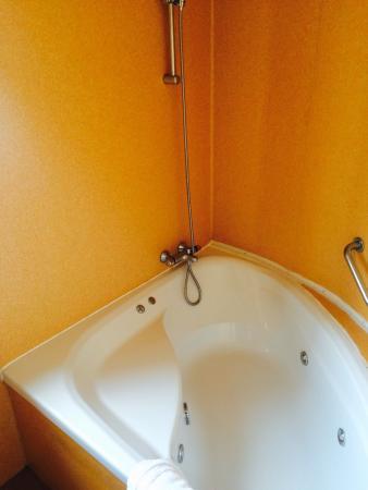 Hôtel Régina : Sale de bain
