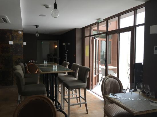 le bar salon photo de restaurant des basses pyr n es bayonne tripadvisor. Black Bedroom Furniture Sets. Home Design Ideas
