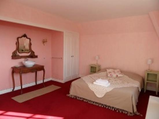 les hauts de dordogne beaulieu sur dordogne correze voir les tarifs et avis chambres d. Black Bedroom Furniture Sets. Home Design Ideas