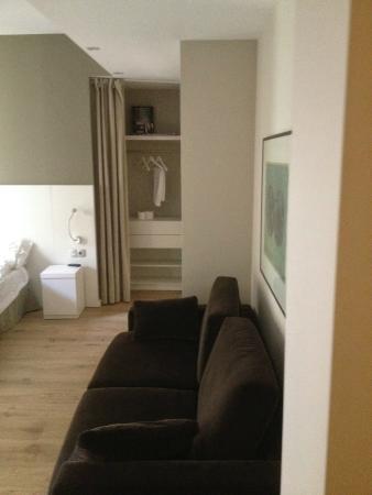 Rambla 102 Apartments: Room View 3