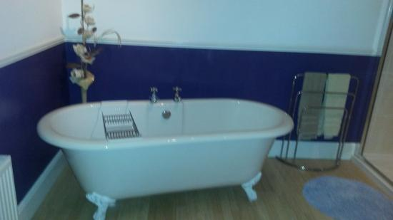 Victoria Hotel: bathroom room 2