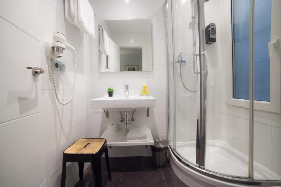 Pension Aldamar: Baño interior
