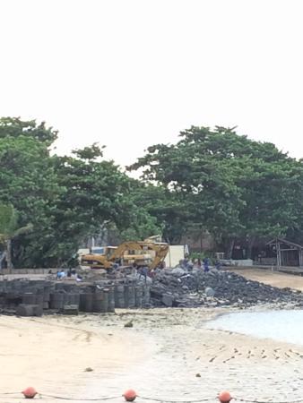 Novotel Bali Benoa: No beach until July due to renovation-noisy
