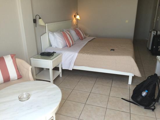 Manoulas Mykonos Beach Resort: Our room