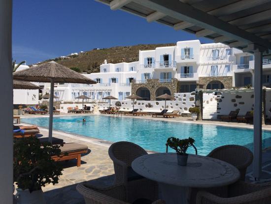 Manoulas Mykonos Beach Resort: View from breakfast area