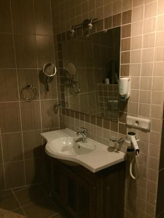 Sofa Hotel: bathroom