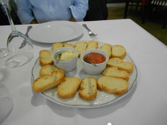 Pan tostado con tomate y all i oli picture of - Restaurante mediterraneo pinedo ...