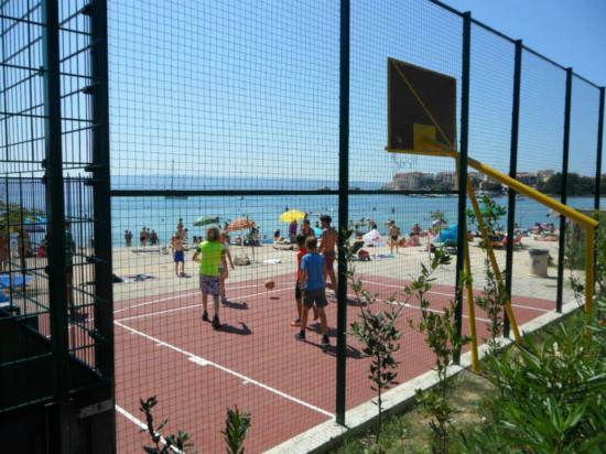 Apartments Bruno: playground basketball