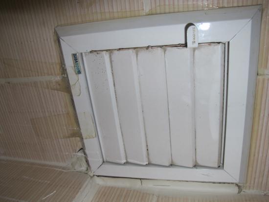 Extractor De Baño Easy: Hab 205 Falta de mantenimiento Mal estado del extractor del baño