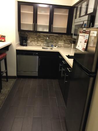 Staybridge Suites Montgomeryville: Kitchen