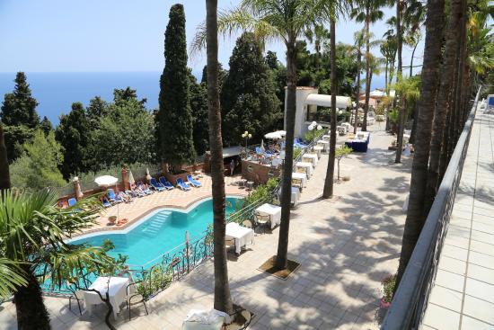 Terrassen Pool lig en zit terrassen aan zwembad picture of hotel ariston