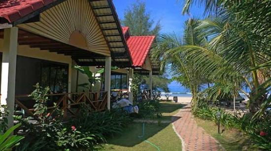 Noble House Beach Resort: Bungalows