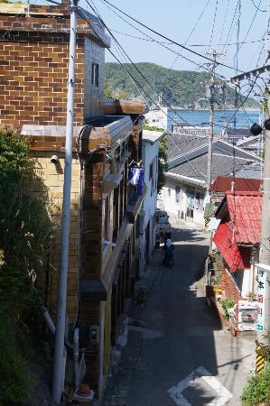 Toshi-jima: 坂からの風景