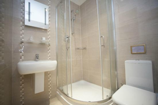 The White Swan Hotel by Compass Hospitality: Standard Bath Room