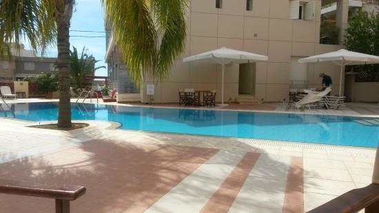 Flisvos Royal Hotel: breakfast by the pool