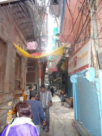 Salaam Baalak Trust City Walk: a laneway in the backstreets