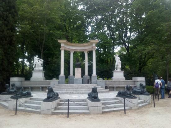 Foto de parque de el capricho madrid esfinges tripadvisor for Jardin historico el capricho paseo alameda de osuna 25