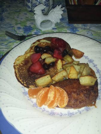 Terre Hill, Pensylwania: ricotta pancakes with berries and potatos