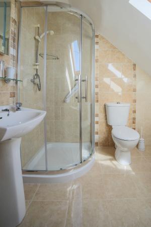 Bru Chlann Lir: Bathroom